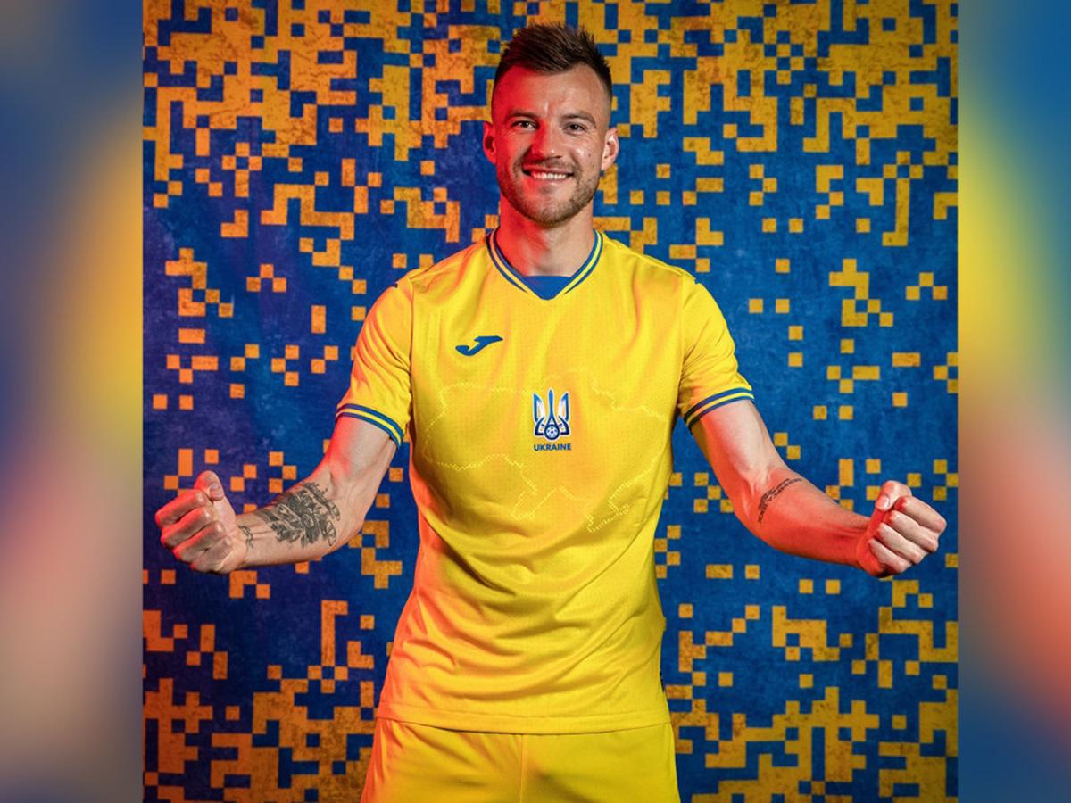УЕФА сборной Украины «Героям слава!»