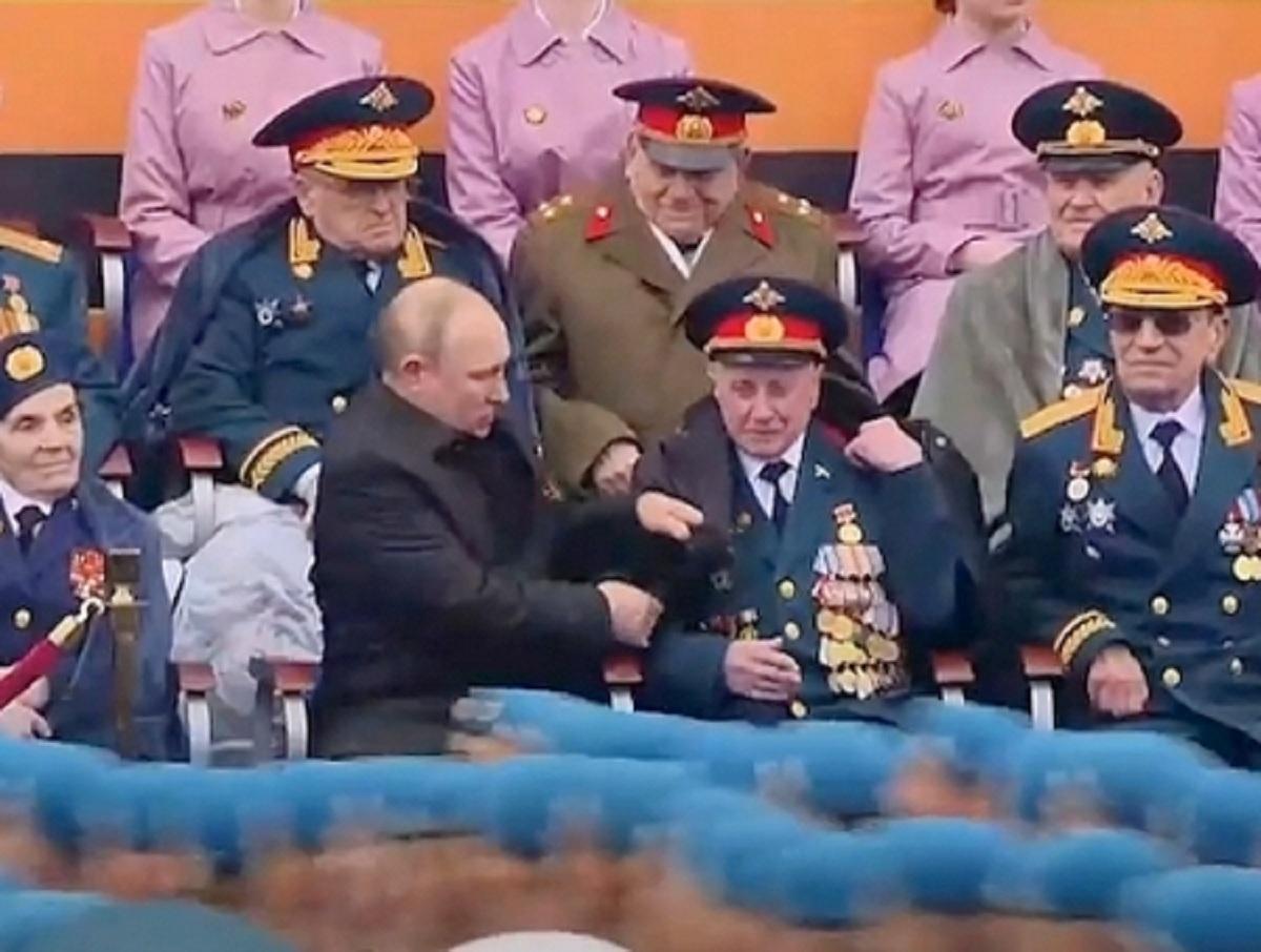 «Этих подонков найдут»: в Кремле отреагировали на кражу у ветерана, сидевшего с Путиным