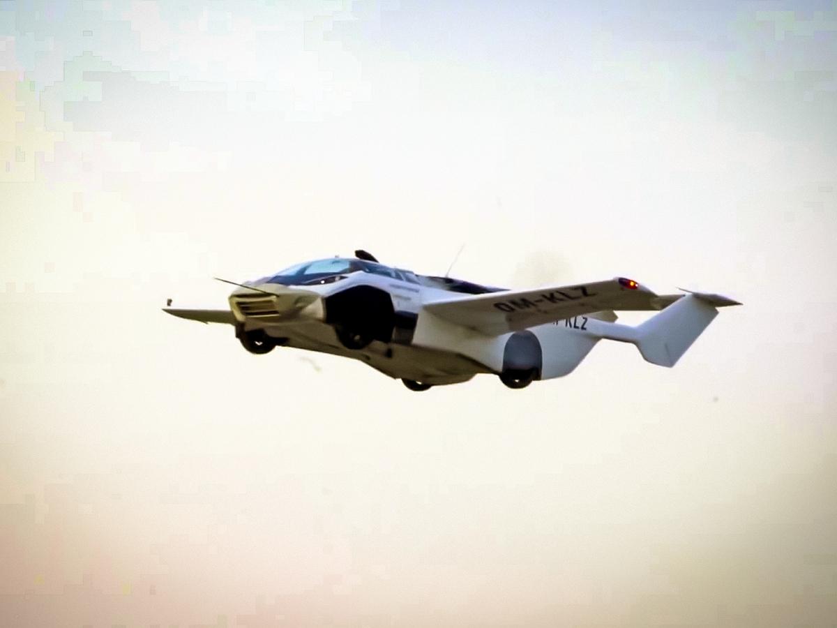 Первая летающая машина AirCar совершила перелет между городами