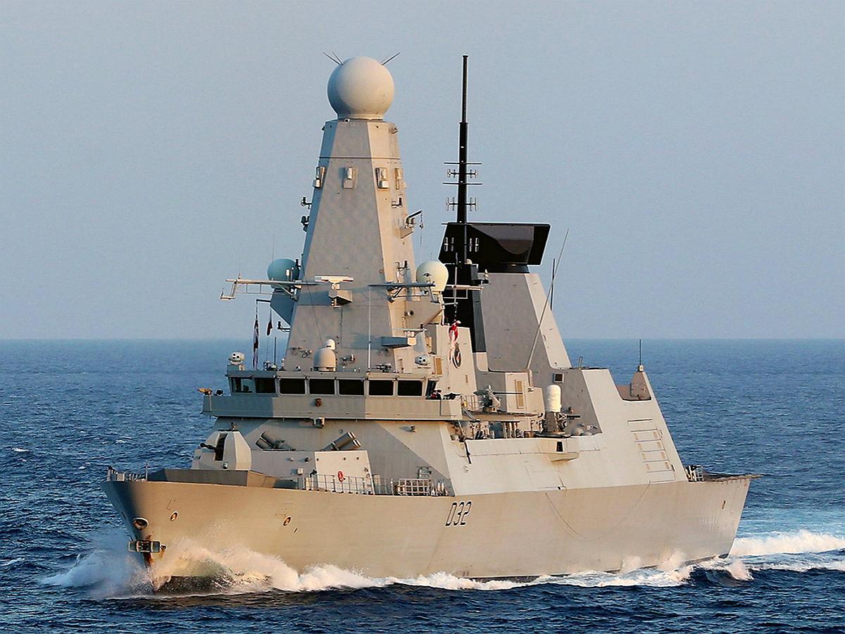 В Британии на автобусной остановки был найден план военной провокации с эсминцем против РФ