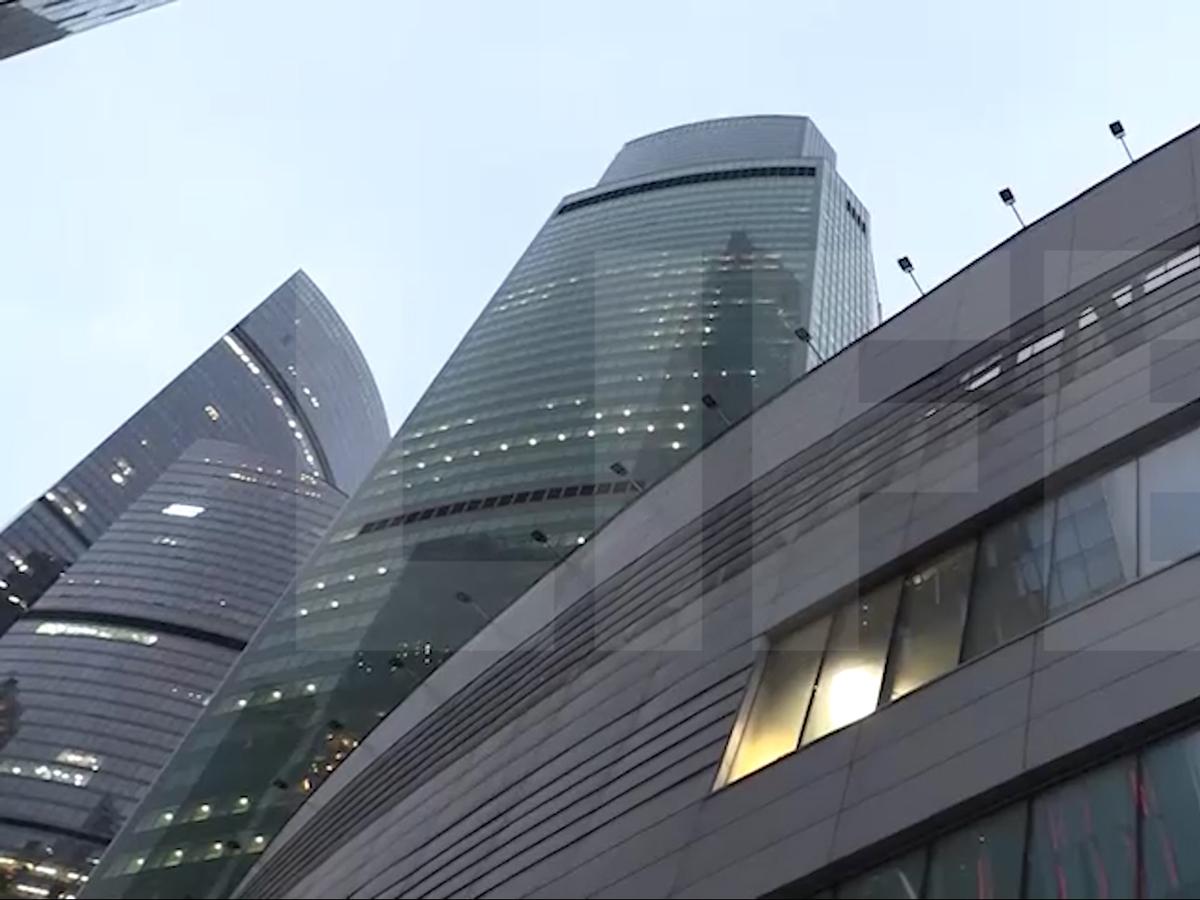 Девушка выпала из окна башни Москва-Сити