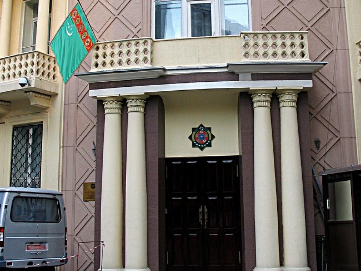 Полицейский покончил с собой у здания посольства Туркменистана в Москве
