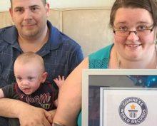 Ребенок, родившийся с весом 300 граммов, отпраздновал день рождения