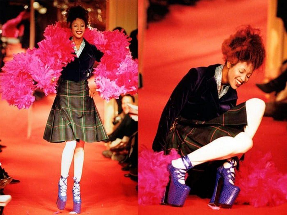 Падение Наоми Кэмпбелл на модном показе собрало более 1 млн просмотров
