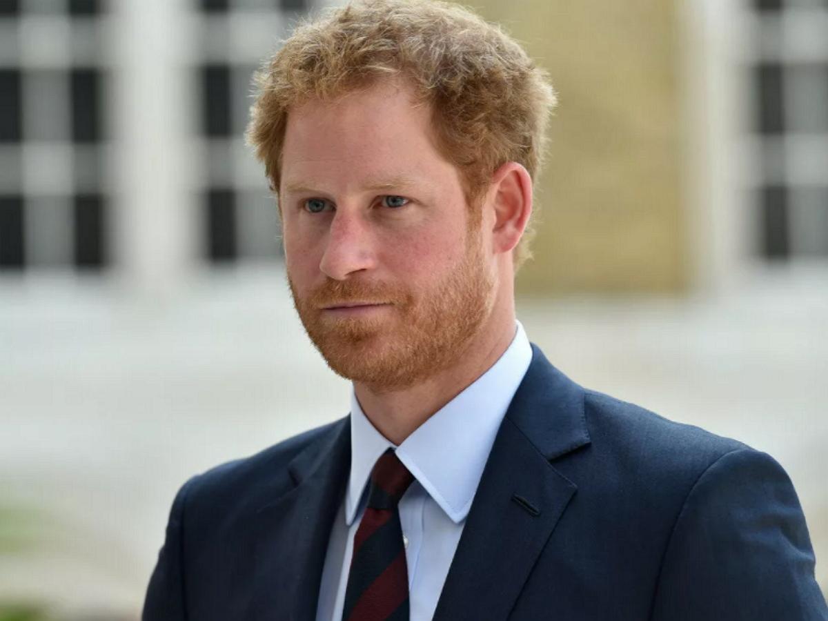 Британцы попросили королеву лишить принца Гарри титула