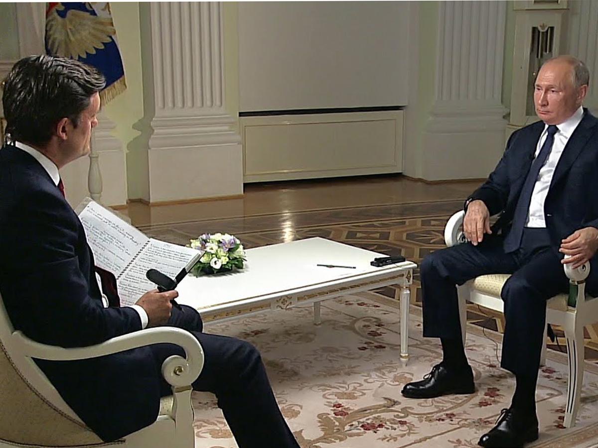 """""""Нет такой привычки кого-то убивать"""": из стенограммы интервью Путина NBC на сайте Кремля пропала фраза о Навальном"""