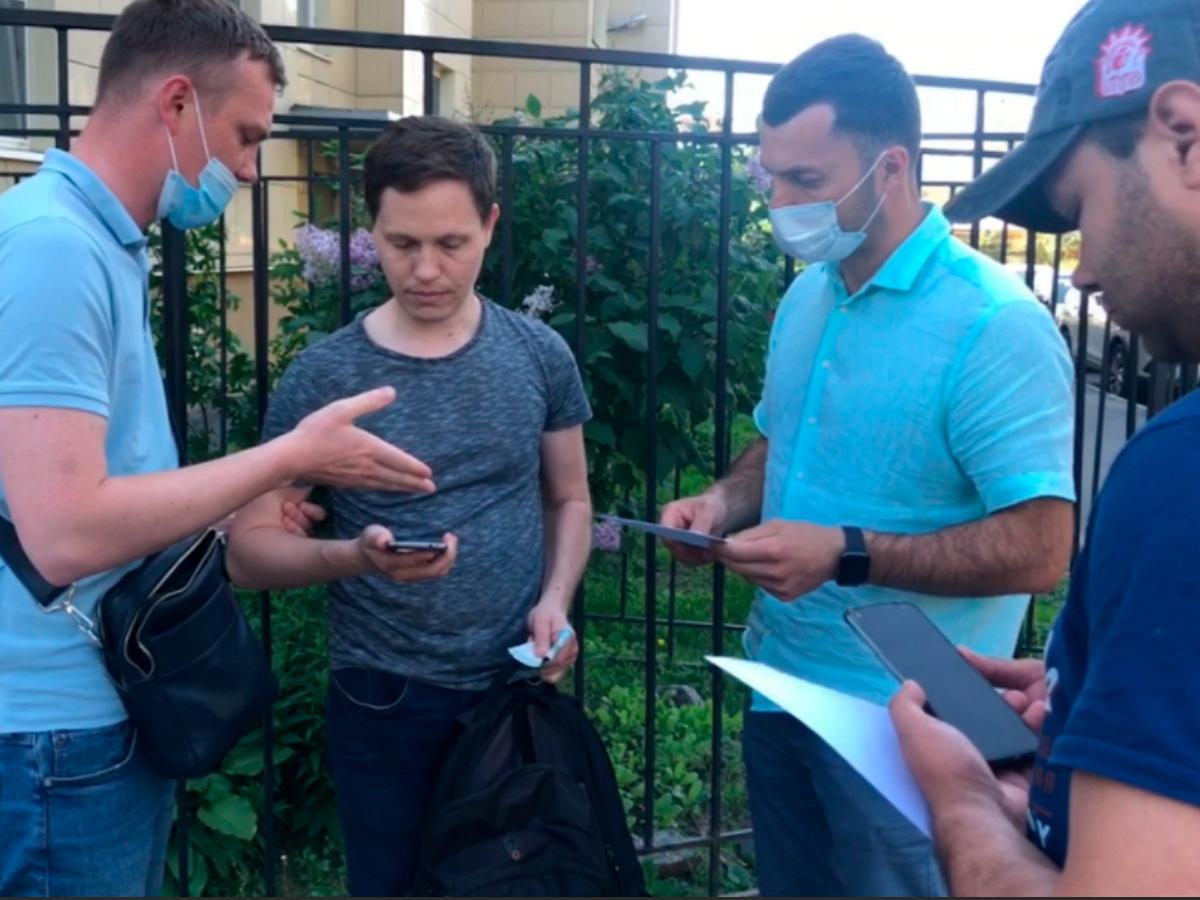 В Москве силовики накрыли подпольный бизнес по продаже справок о вакцинации