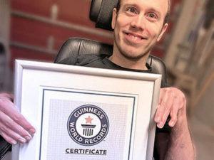 Житель Норвегии провисел на турнике 16 минут и стал мировым рекордсменом