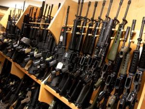 Госдума ввела запрет на продажу оружия до 21 года