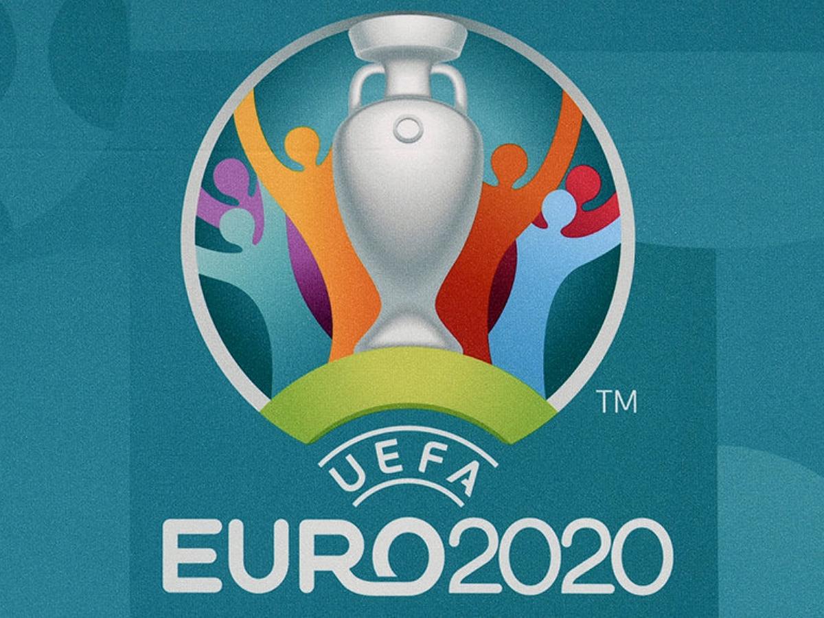 """Немецкий художник воссоздал историю """"Евро-2020"""" на туалетной бумаге"""