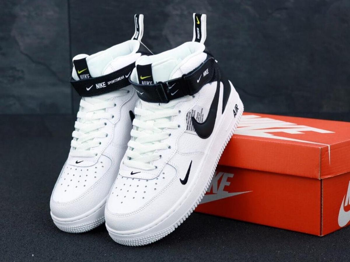 Первые кроссовки Nike выставлены на аукцион: за них ожидают выручить $1 млн