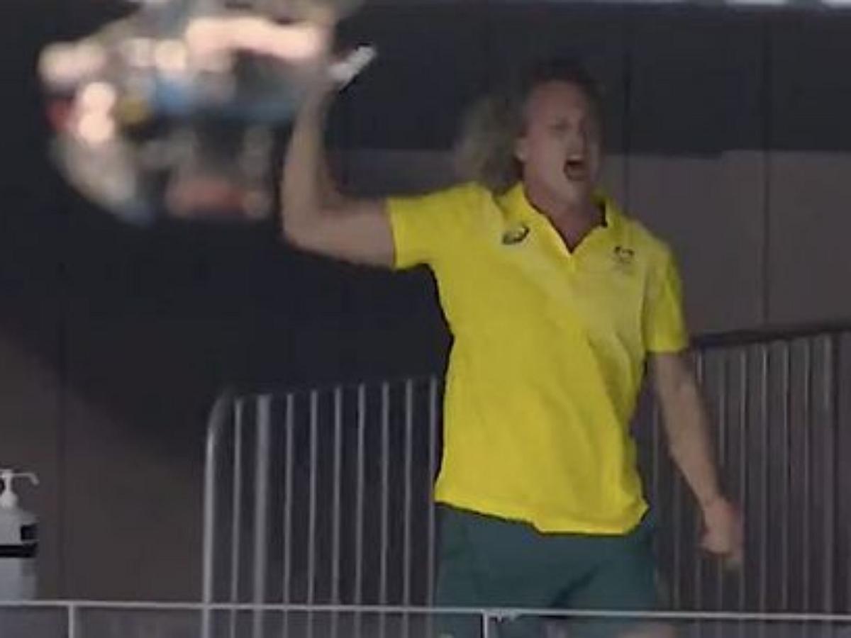 Эмоциональная реакция австралийского тренера на победу своей подопечной стала мемом в сети