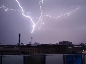 Молния ударила в Берлинскую телебашню