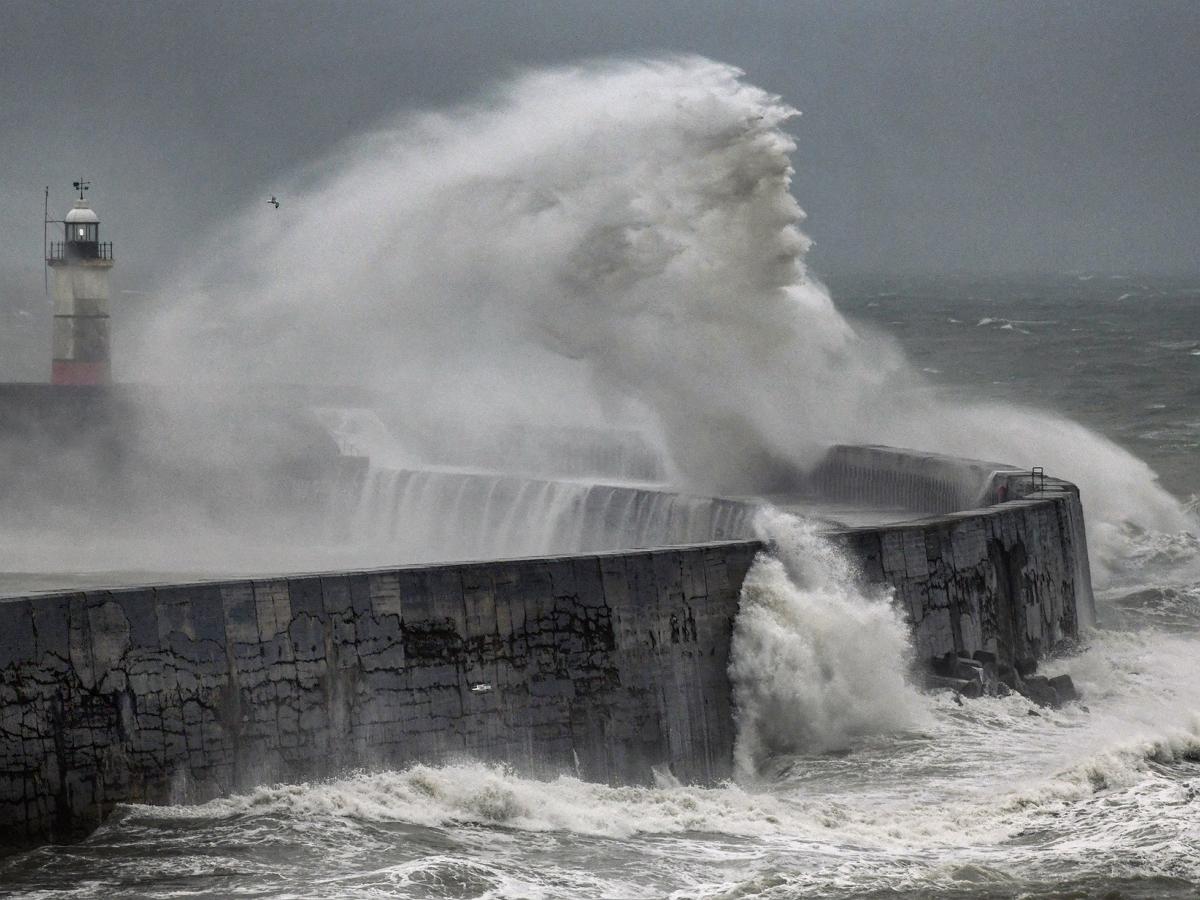 """Фотограф запечатлел """"Посейдона"""" у берегов Англии"""