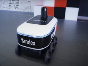 Робот-доставщик еды стал полноправным участником движения на улицах Мурино