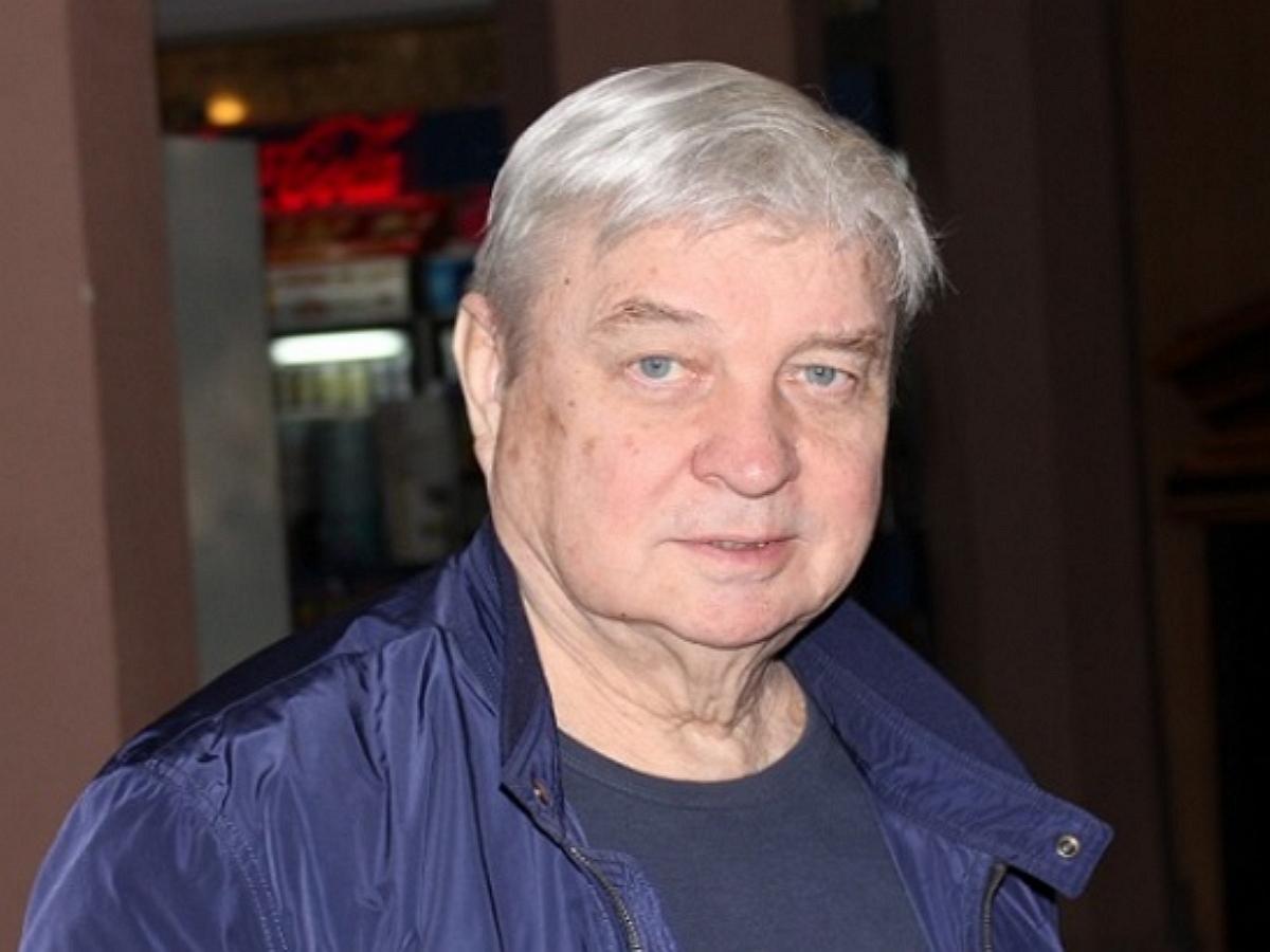 От коронавируса умер бывший муж Пугачевой режиссер Александр Стефанович