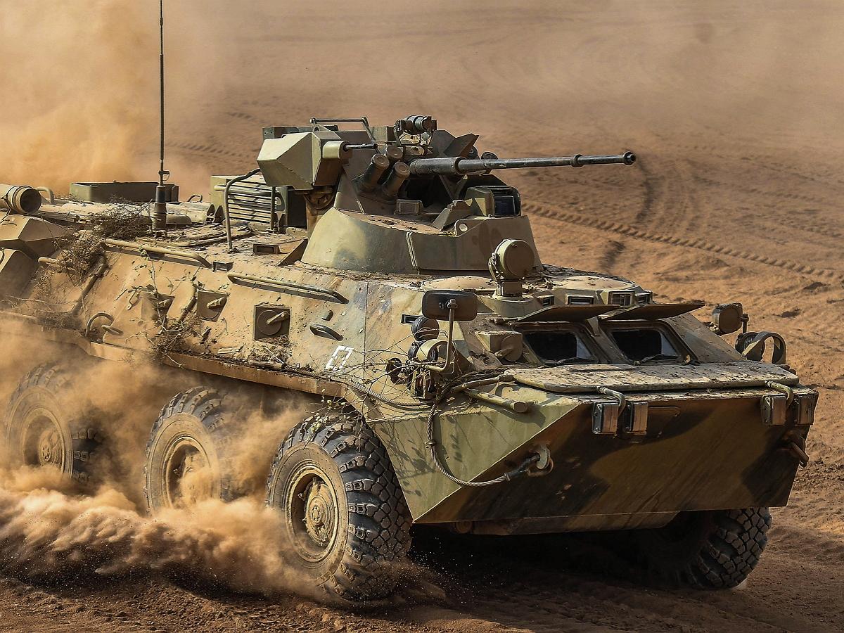 Российский БТР-82А протаранил бронеавтомобиль США в Сирии