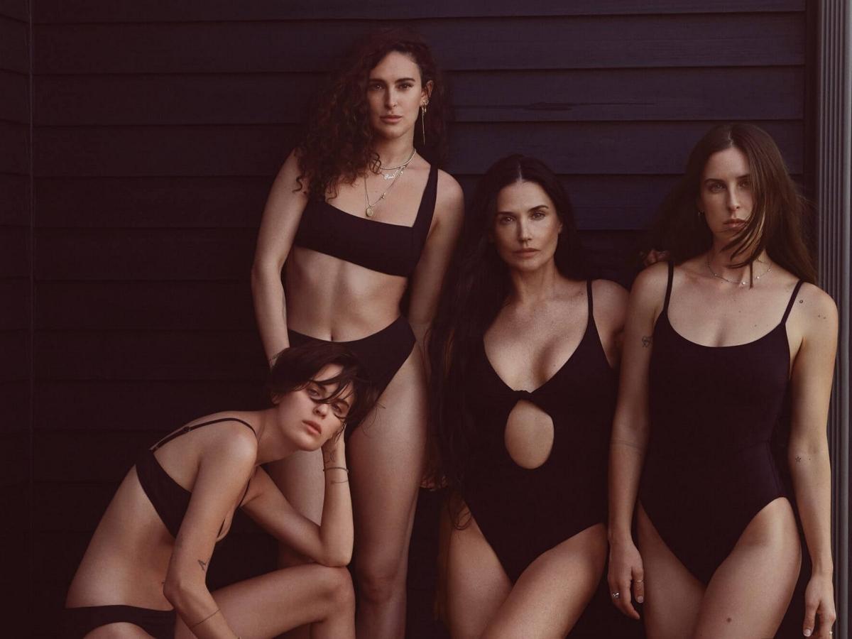 Фотосессия Деми Мур с тремя дочерьми в купальниках восхитила поклонников