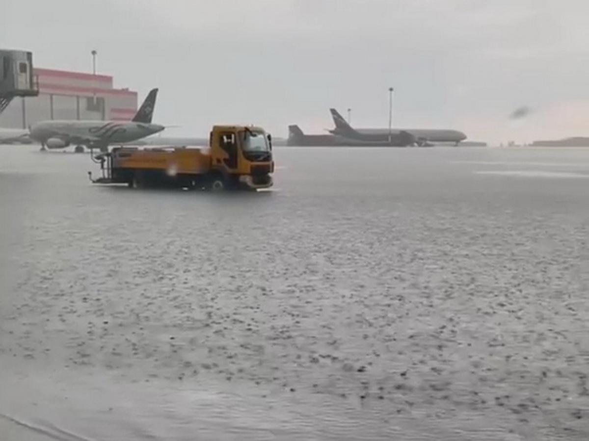 Ливень в Москве затопил ВПП в Шереметьево