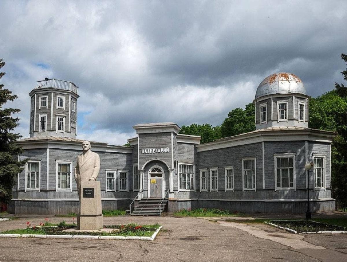 «Всё гнилое!»: в Пензе снесли единственный в России деревянный планетарий