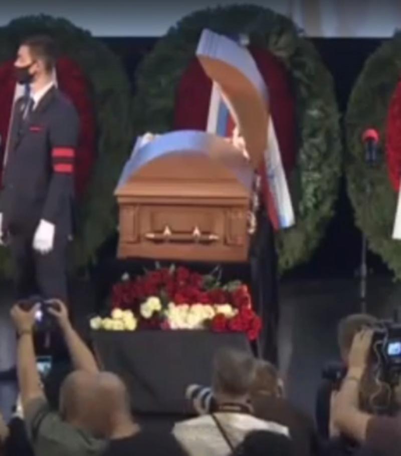 Похороны Владимира Меньшова