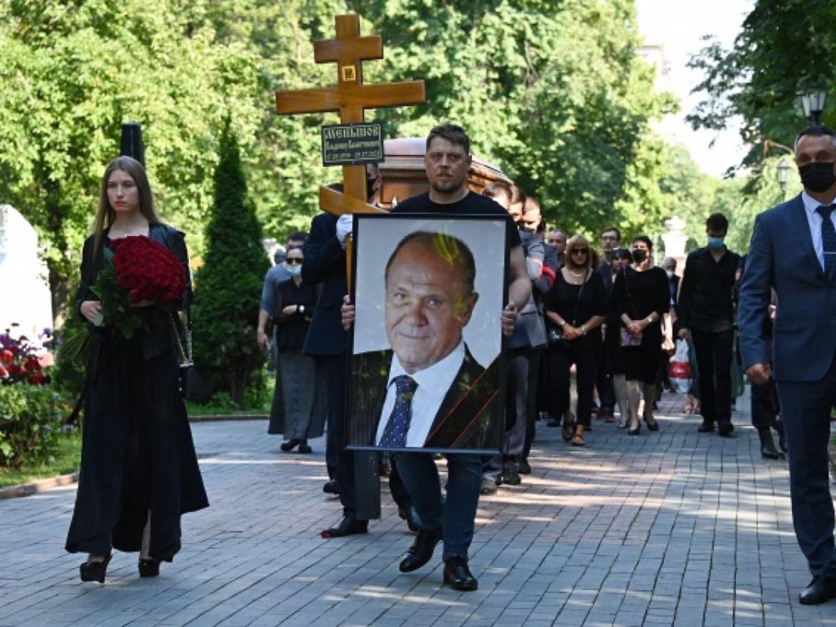 Похороны Меньшова