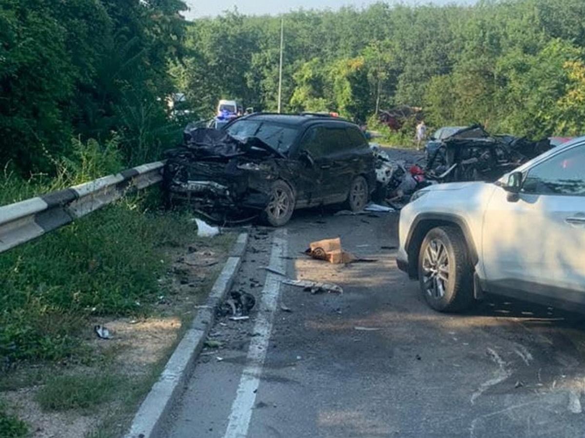 Под Севастополем в ДТП с КАМАЗом погибли пять человек: момент аварии попал на видео