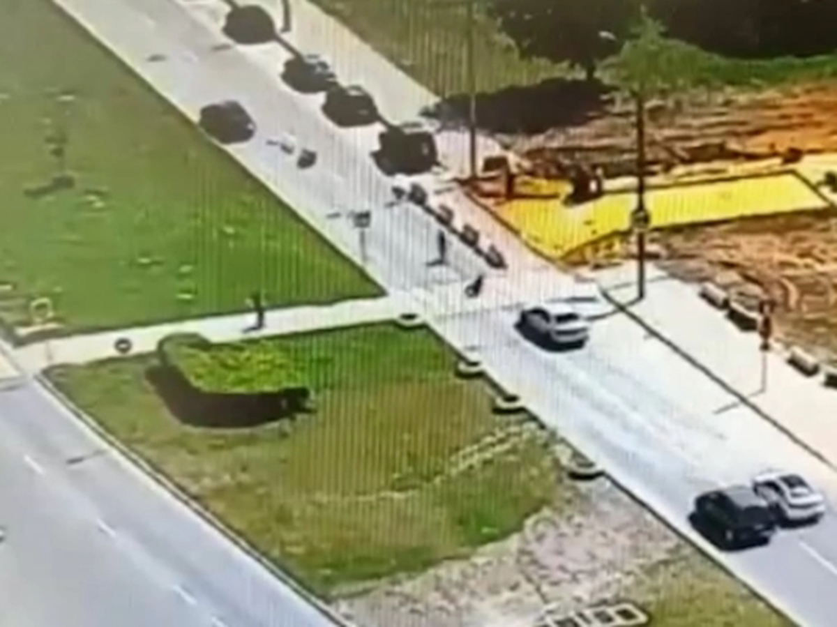 Автоледи на Мазде сбила трех детей