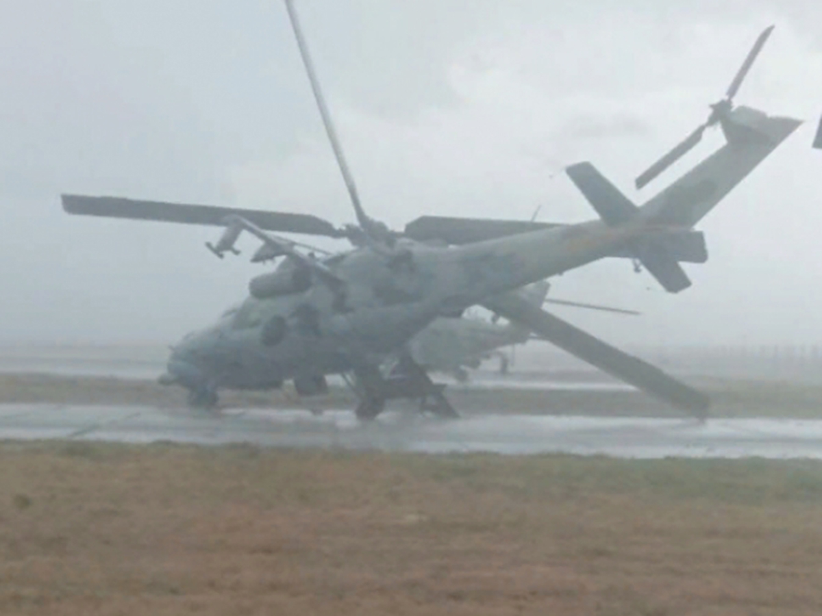 Ветер в Сызрани повалил вертолет