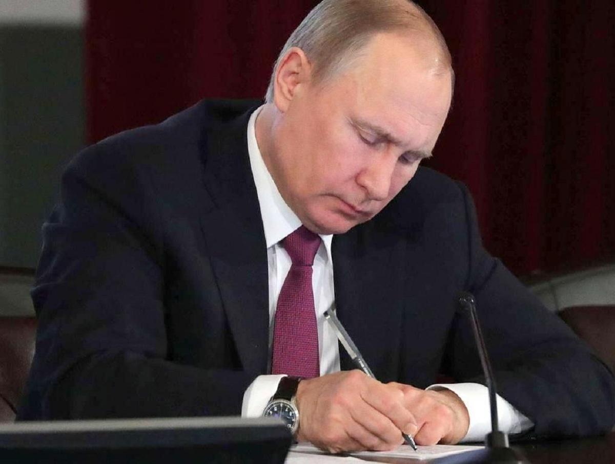 Борьба с коррупцией, врагами и матом: Путин утвердил Стратегию национальной безопасности РФ