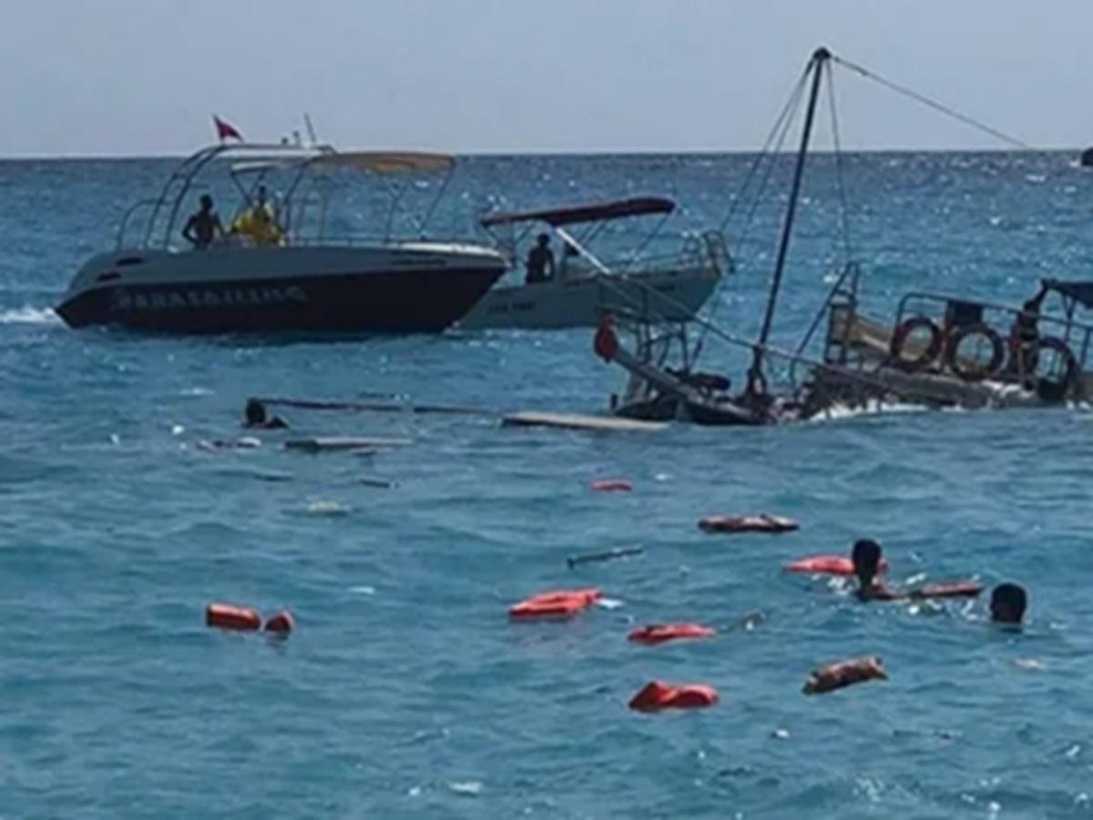В Турции затонула яхта с туристами