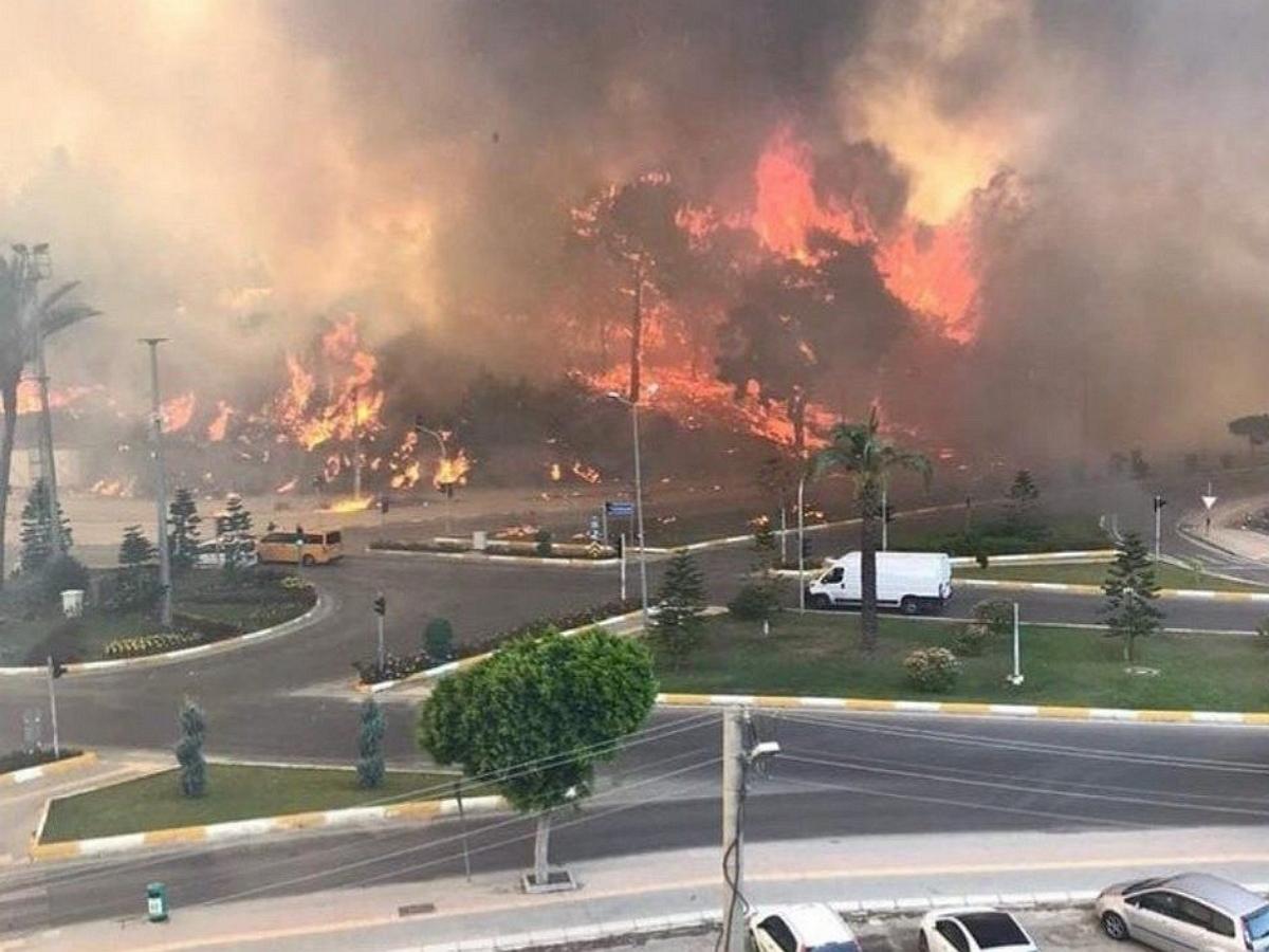 Анталью охватили пожары, пострадали 53 человека