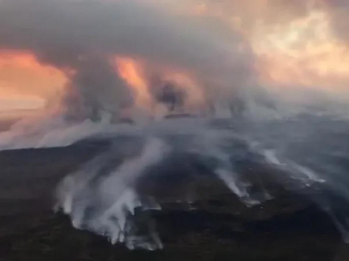 МЧС опубликовало апокалиптическое видео пожаров в Якутии: огонь охватил 1,5 млн гектаров