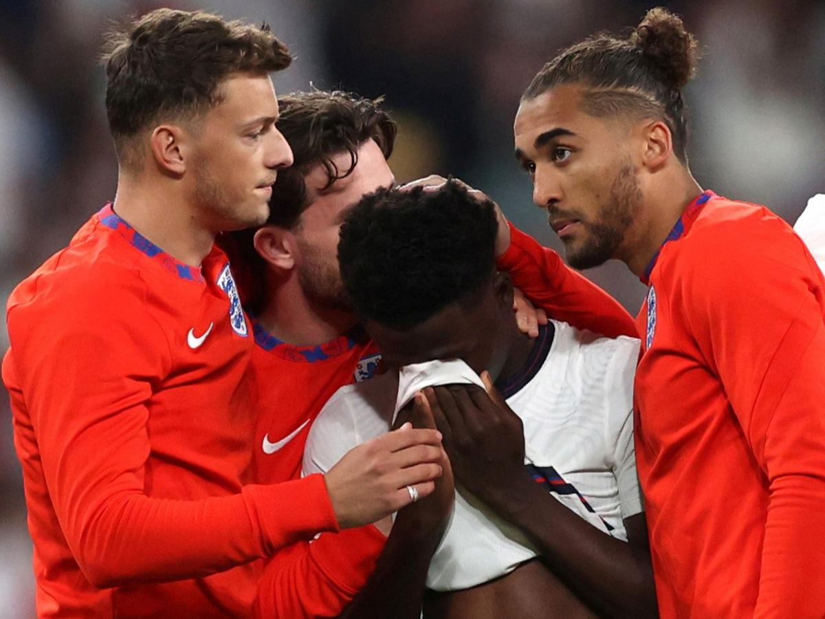 футболистам Англии угрозы расистов