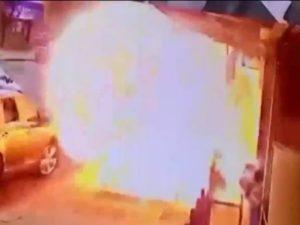 Прохожий попал в эпицентр взрыва на улице Нью-Йорка