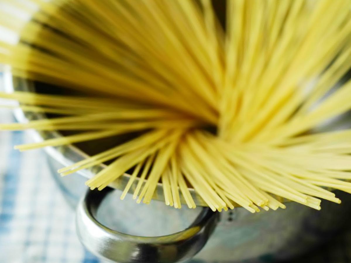 Американка взбесила итальянца, сломав спагетти пополам