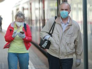 перчатки и маски общественные места