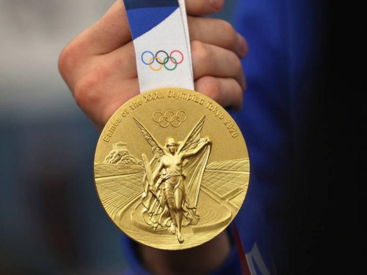 Японский мэр укусил золотую медаль олимпийской чемпионки