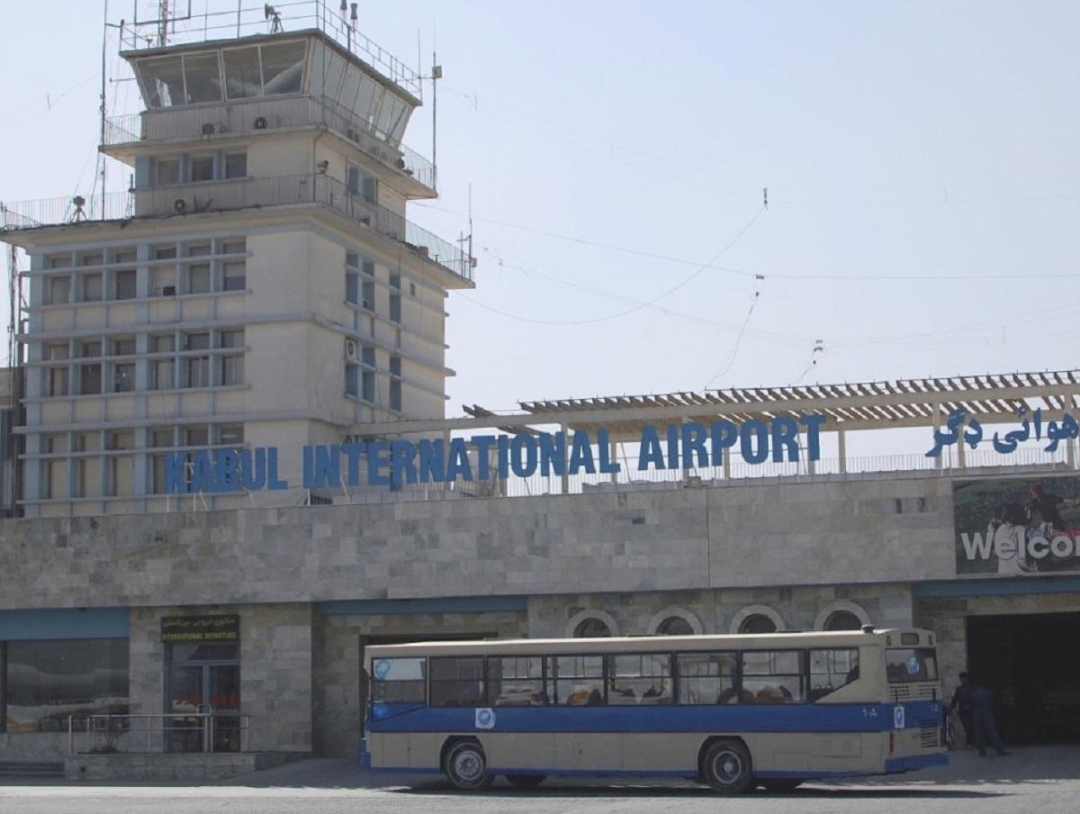 Террористы обстреляли аэропорт Кабула ракетами: одна достигла цели