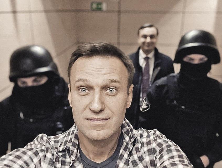 «Бегут, как крысы с корабля»: грузинский сайт распространил фейковое интервью Навального