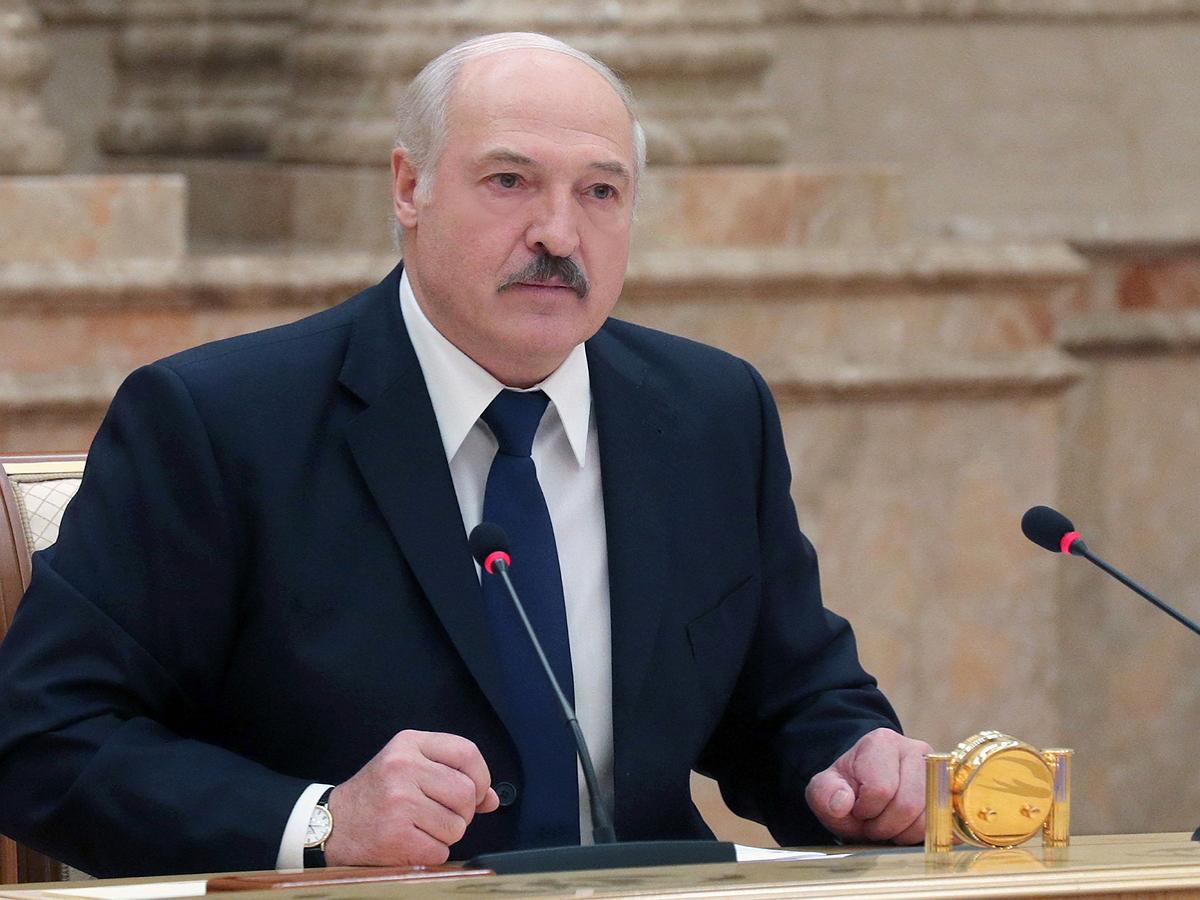 """""""Они уже трудноперевоспитуемые"""": Лукашенко призвал уехавшую за границу молодежь не возвращаться"""