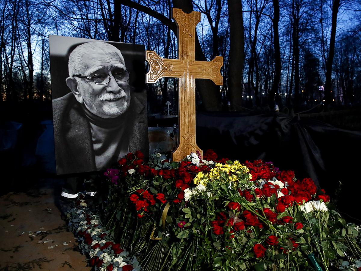 Вокруг установки памятника на могиле Джигарханяна разгорелся скандал: опубликовано фото надгробья