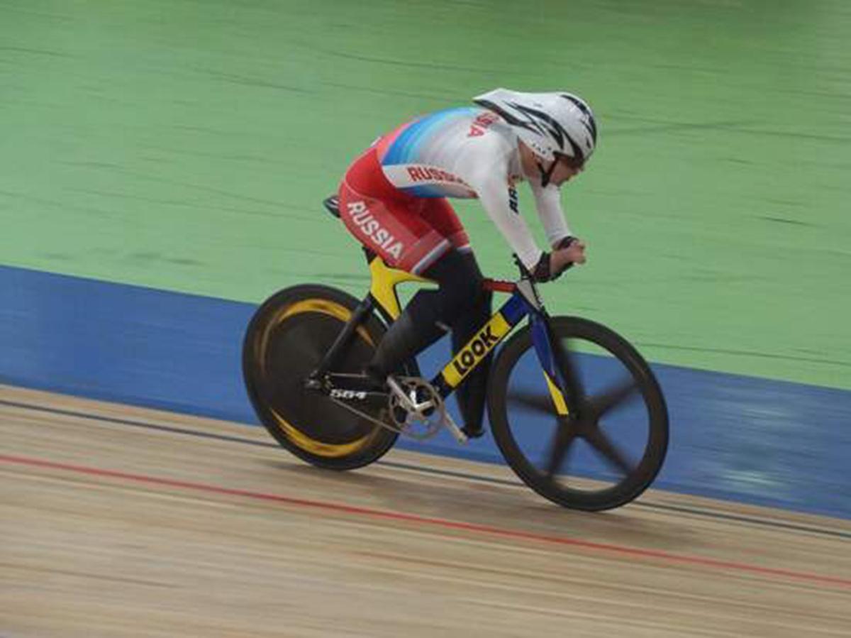 Паралимпийский велогонщик Асташов