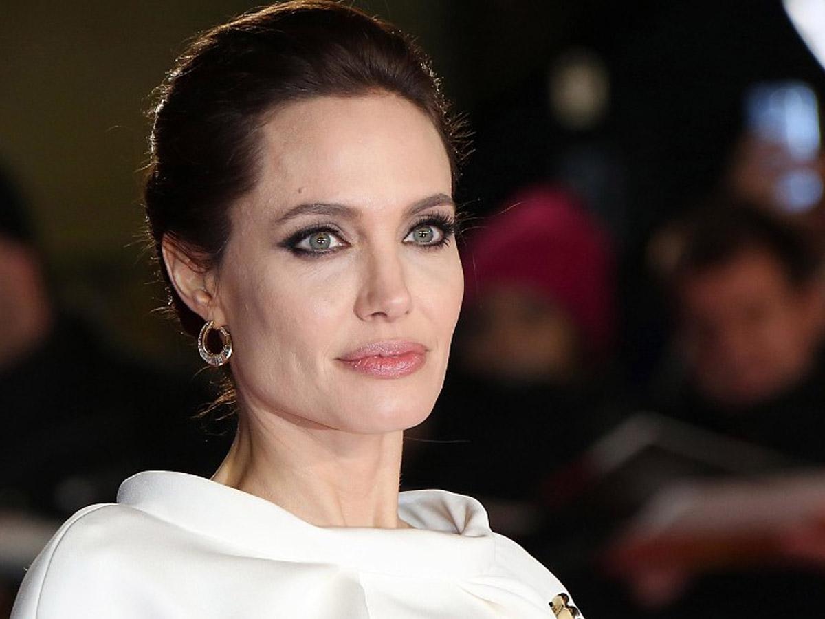 Джоли завела Instagram