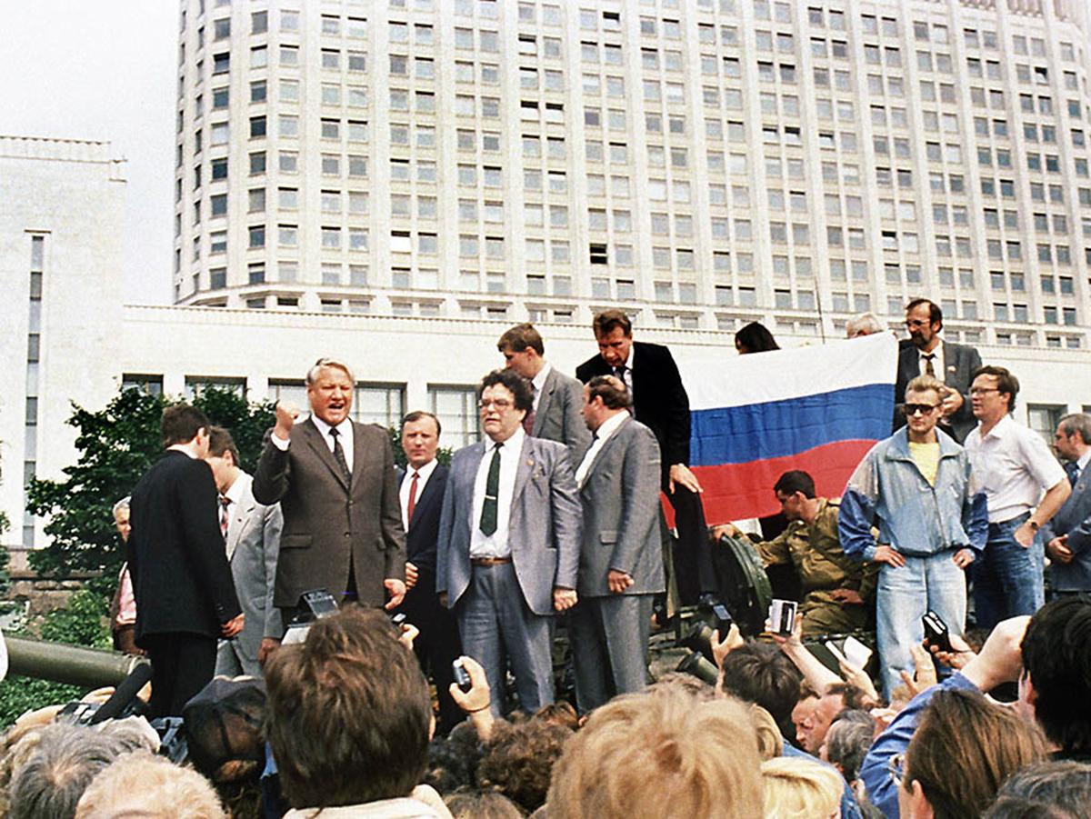 Хасбулатов: Ельцин был готов сдаться в первый же день ГКЧП