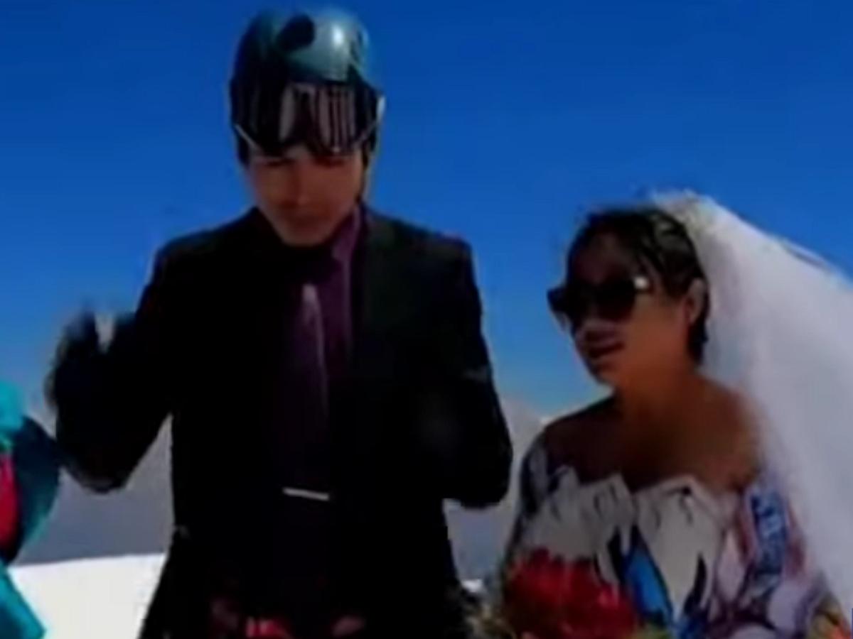 Влюбленные из Боливии поженились на высоте 6,5 тысяч метров
