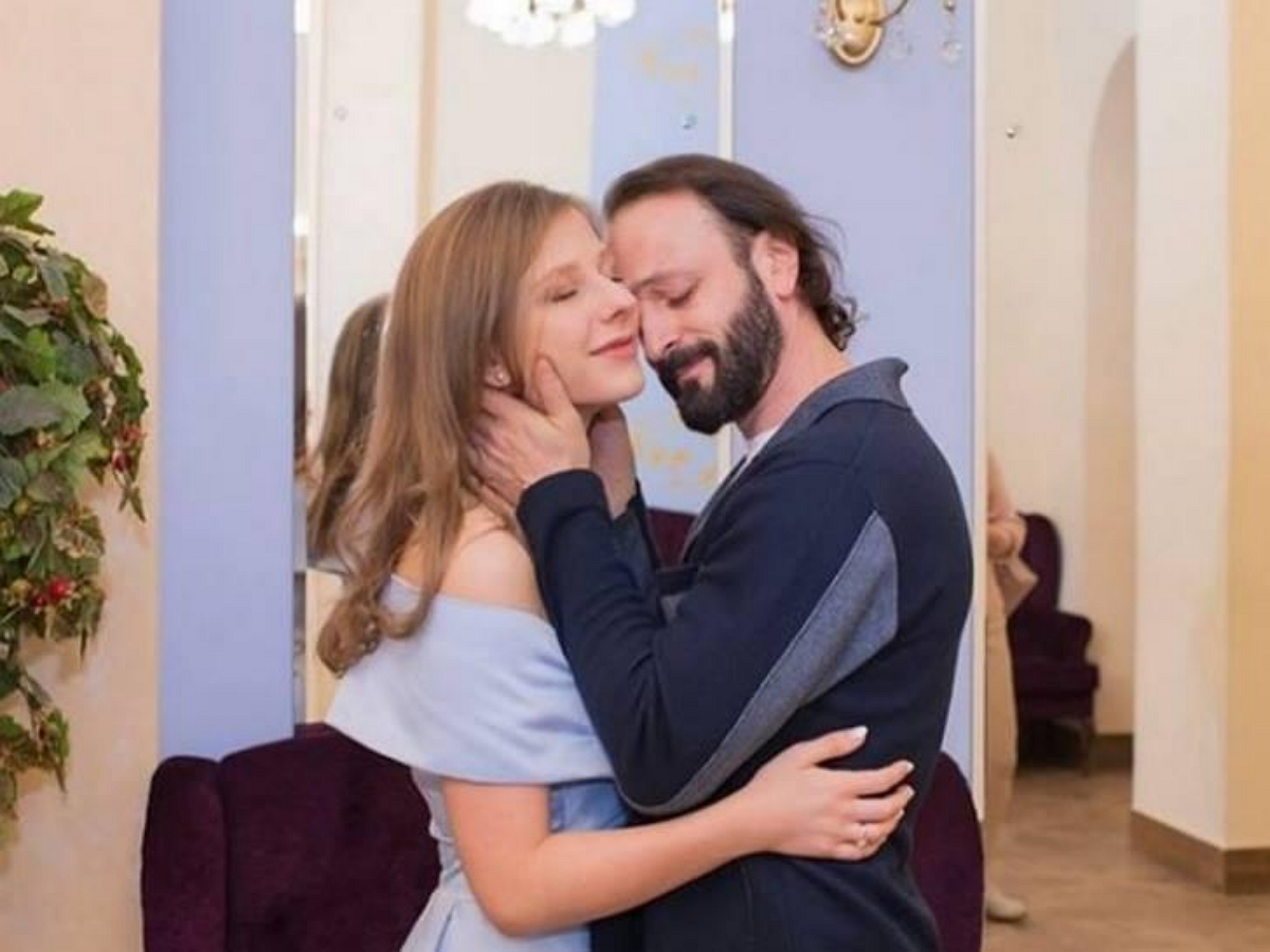 Арзамасова и Авербух стали родителями: опубликовано первое фото с новорожденным