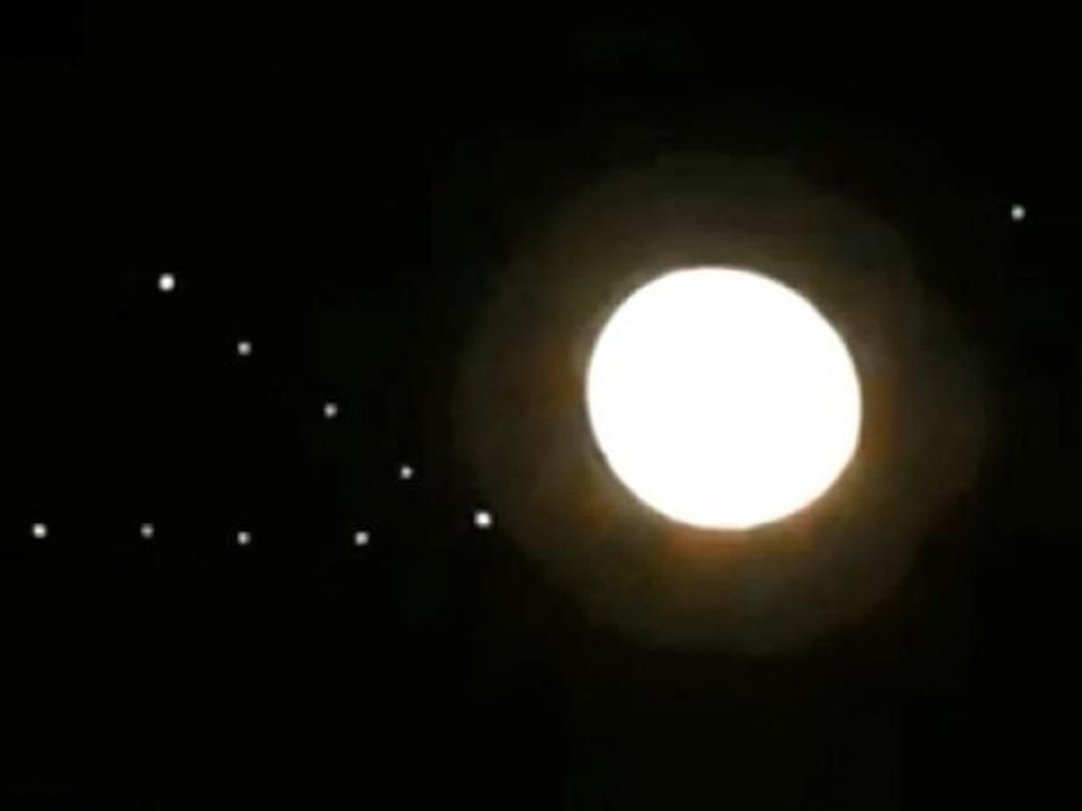 НЛО треугольник у Луны