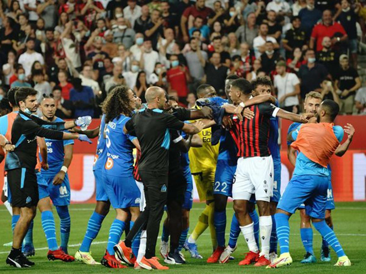 Драка во время матча Ницца-Марсель