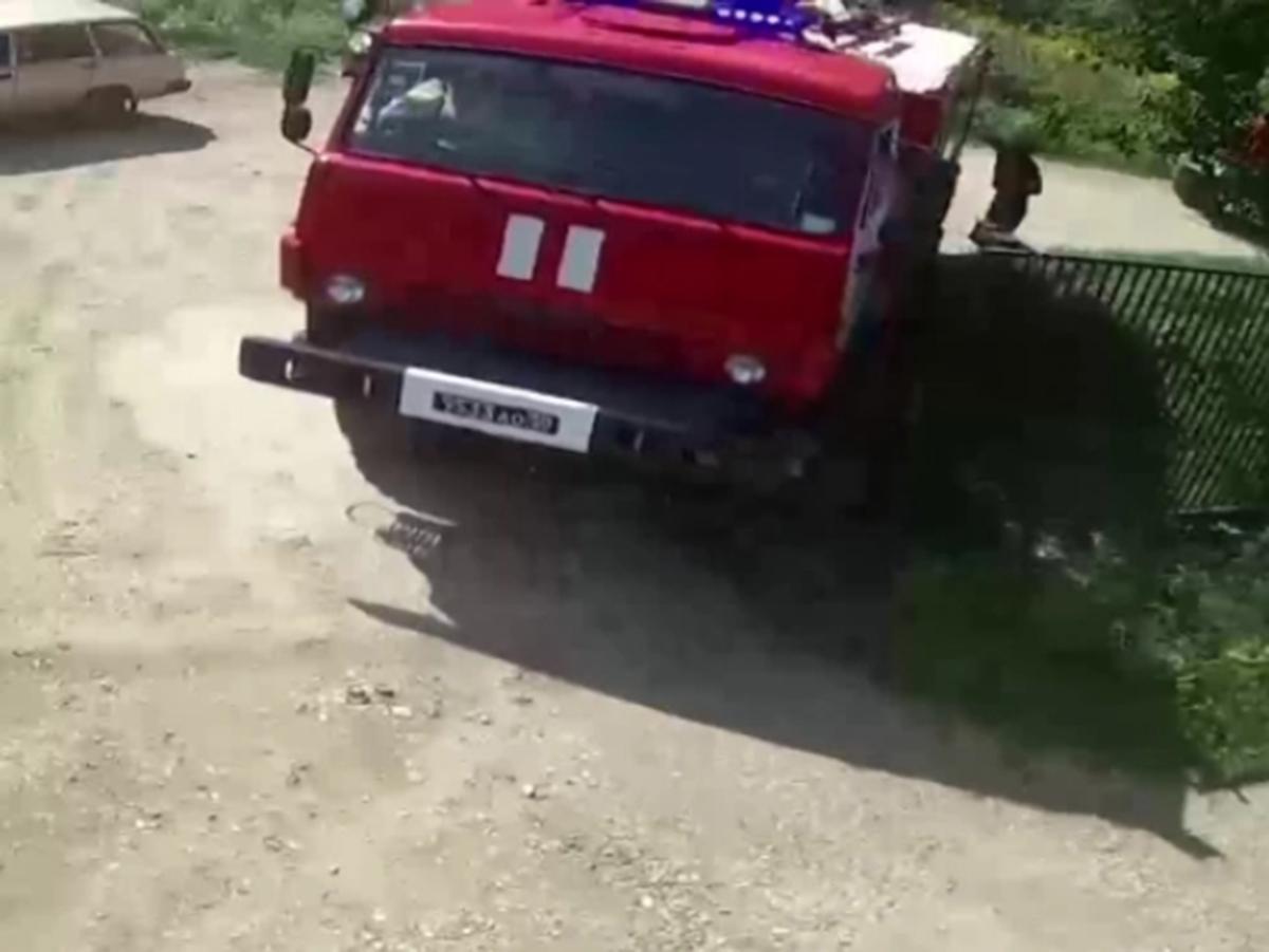 Пожарные разгромили поселок